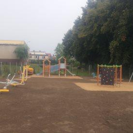 Porządkowanie terenu placu zabaw Orzesze, usługi koparką